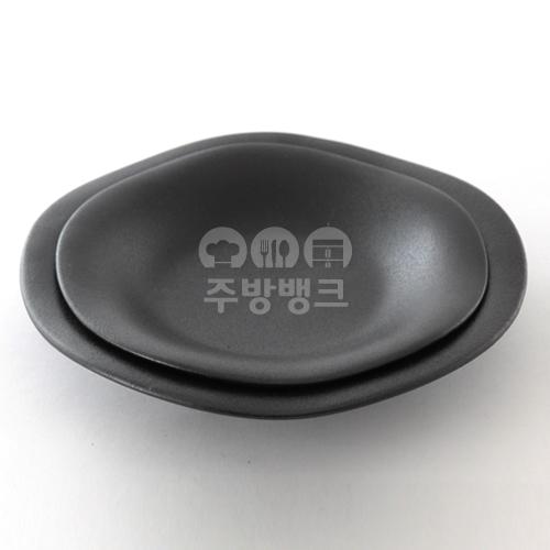 로제 블랙 파스타 접시