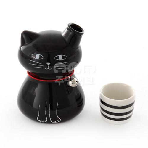 일제 검은 고양이 독구리, 잔 세트